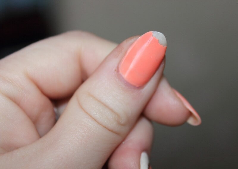 Причины отслоения гель-лака. Как продлить срок носки покрытий?