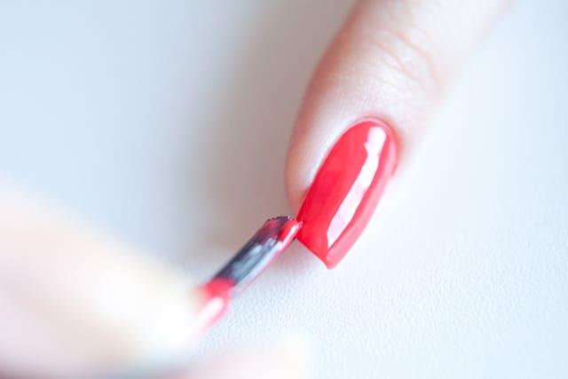 Нужно ли запечатывать торец ногтя?