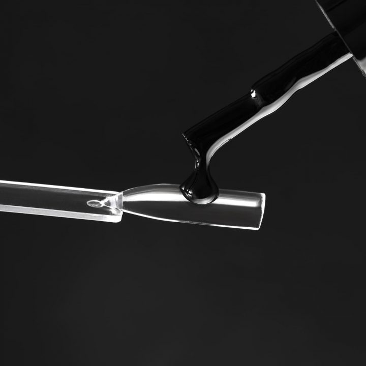 5 самых плотных чёрных гель-лаков