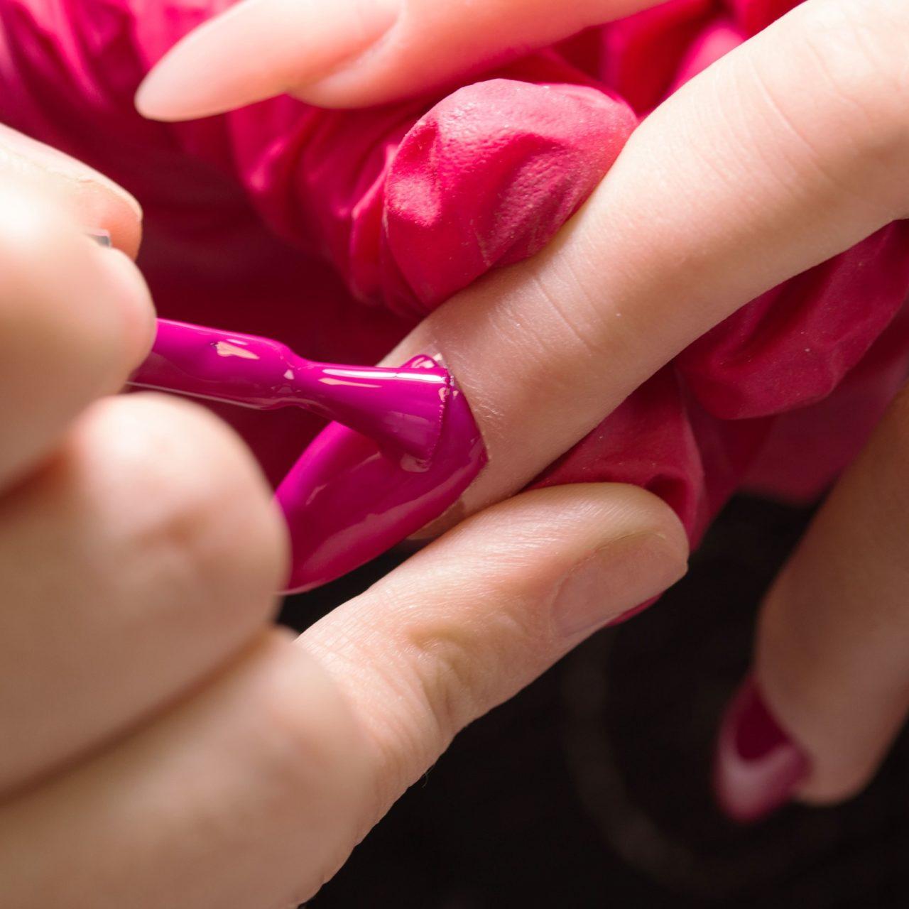 Коррекция наращивания ногтей