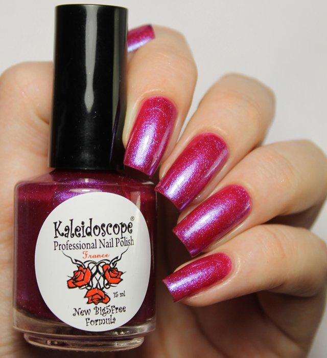 El Corazon, Kaleidoscope № Nd-05 ЛевЛаки Kaleidoscope<br>Лак для ногтей малиновый, с блестками и сиреневым шиммером, плотный.<br>
