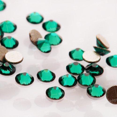 Swarovski Elements, Cтразы Emerald 2,8 мм (30 шт)Стразы<br>Swarovski Elements диаметром 2,8 мм для неповторимого, сияющего маникюра.<br>