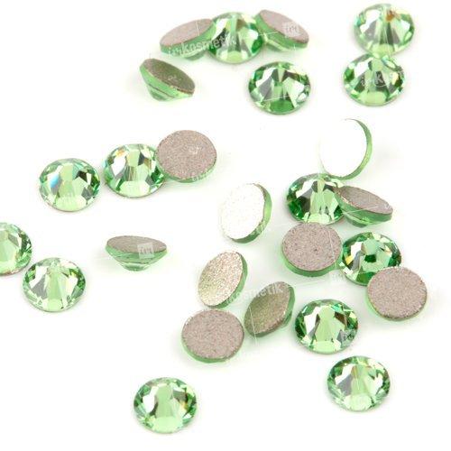 Swarovski Elements, Cтразы Peridot 1,8 мм (30 шт)Стразы<br>Swarovski Elements диаметром 1,8 мм для неповторимого, сияющего маникюра.<br>