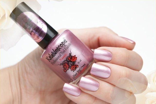 El Corazon, Kaleidoscope Зеркальный № F-04Лаки для стемпинга El Corazon<br>Лак для ногтей светло-розовый, перламутровый, плотный. Объем 15 мл.<br>