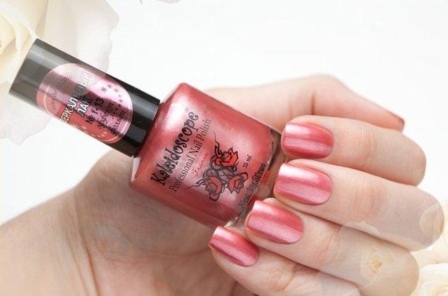 El Corazon, Kaleidoscope Зеркальный № F-13Лаки для стемпинга El Corazon<br>Лак для ногтей насыщенный розовый, телпый оттенок, перламутровый, плотный. Объем 15 мл.<br>