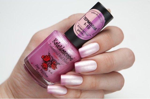 El Corazon, Kaleidoscope № T-10Термолаки El Corazon<br>Термолак, цвет светло-розовый - светло-сиреневый перламутровый, с добавлением голографических и темно-розовых мелких блесток, полупрозрачный. 15ml.<br>