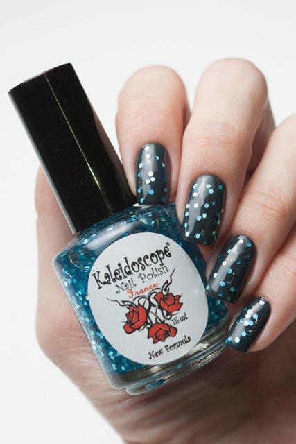 El Corazon, Kaleidoscope № Z-14 РусалкаЛаки Kaleidoscope<br>Верхнее покрытие-закрепитель с акрилом прозрачное, с крупными небесно-голубыми блестками. Объем 15 ml.<br>