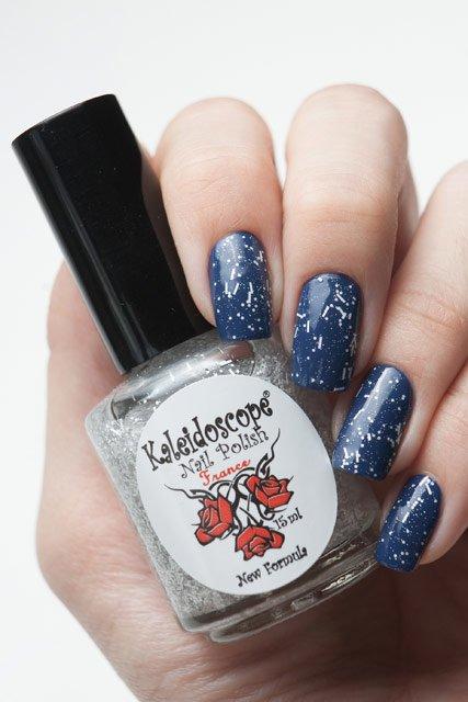 El Corazon, Kaleidoscope № Z-17 Ночь...СнежинкиЛаки Kaleidoscope<br>Верхнее покрытие-закрепитель с акрилом прозрачное, с белыми блестками и стружкой и серебряными микроблестками. Объем 15 ml.<br>