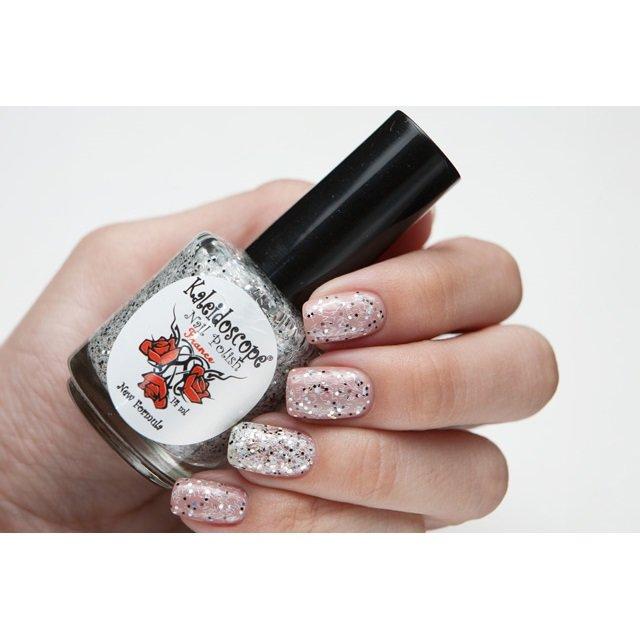 El Corazon, Kaleidoscope Кружева и пайетки № 03Лаки Kaleidoscope<br>Лак для ногтей прозрачный, с мелкими черными блестками, крупными голографическими и белой стружкой.14 ml.<br>
