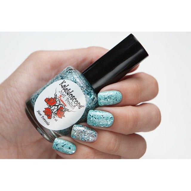 El Corazon, Kaleidoscope Кружева и пайетки № 05Лаки Kaleidoscope<br>Лак для ногтей прозрачный, с мелкими черными блестками, крупнымиголубыми и белой стружкой.14 ml.<br>