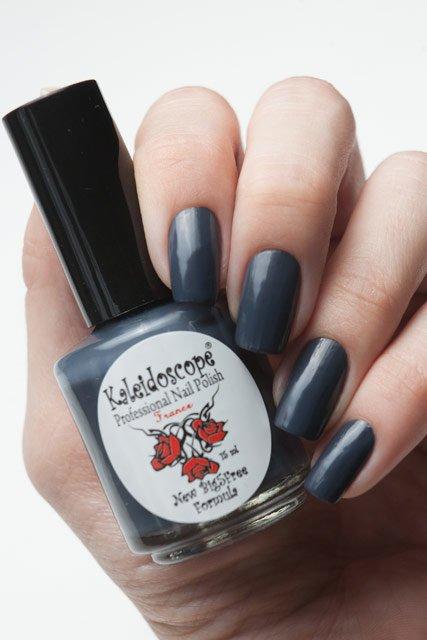 El Corazon, Kaleidoscope № IL-02 Понравился не то слово!Лаки Kaleidoscope<br>Лак для ногтей серый, без блесток и перламутра, плотный. Объем 15 мл.<br>
