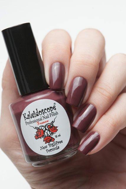 El Corazon, Kaleidoscope № IL-11 Его нельзя не хотетьЛаки Kaleidoscope<br>Лак для ногтей тёмный розово-лиловый, бе блесток и перламутра, плотный. Объем 15 мл.<br>