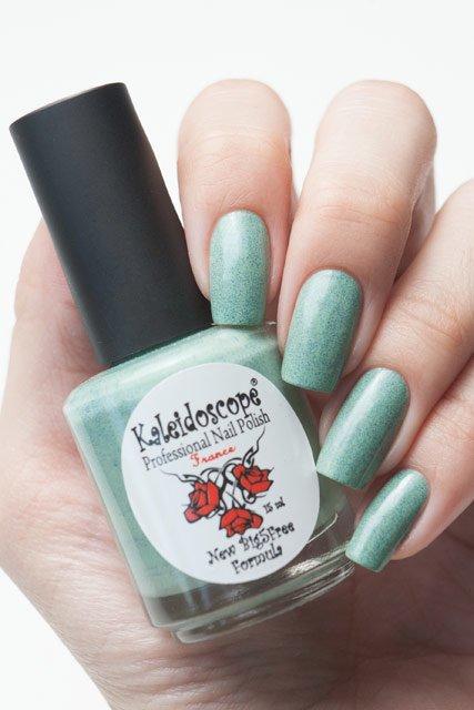 El Corazon, Kaleidoscope № SPR-06Лаки Kaleidoscope<br>ЛакГрезы о весне. Светло-изумрудный ссиними блестками,плотный. Объем 15 мл.<br>
