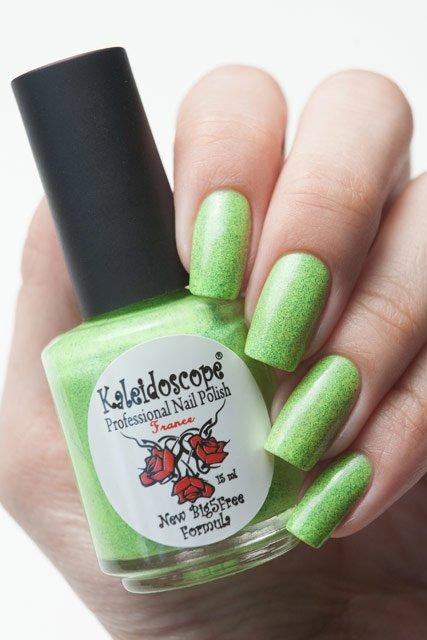 El Corazon, Kaleidoscope № SPR-09Лаки Kaleidoscope<br>ЛакГрезы о весне. Неоново-зеленый ссиними блестками,плотный. Объем 15 мл.<br>