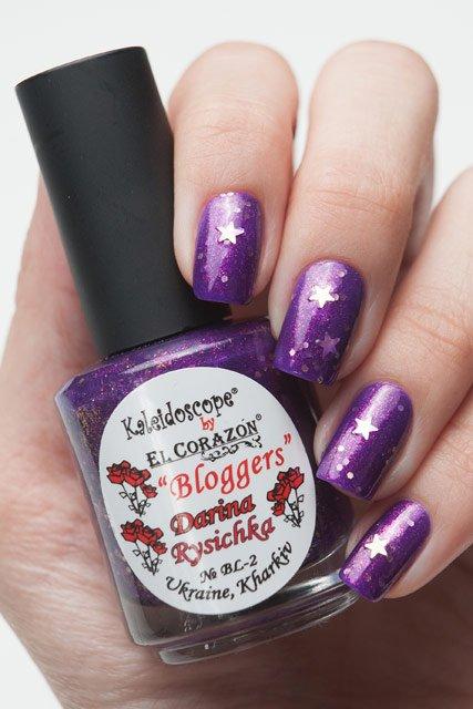 El Corazon, Kaleidoscope № BL 02Лаки Kaleidoscope<br>Лак Darina Rysichka, фиолетовый с маленькими розовыми блестками и большими серебристами звездочками, полупрозрачный.Объем 15 ml.<br>